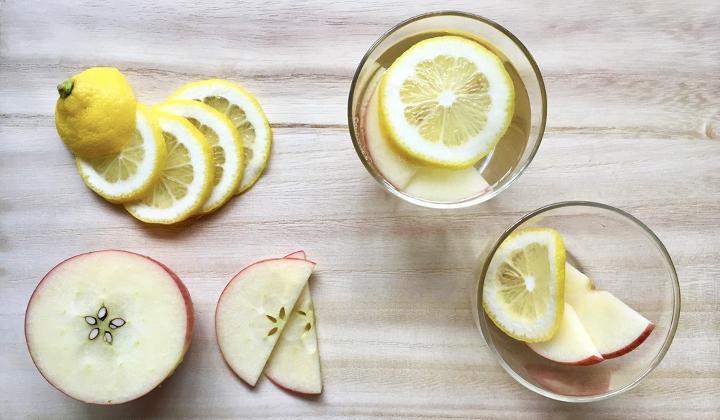 毎朝カンタン温活生活!レモンとりんごの白湯でデトックス&風邪予防