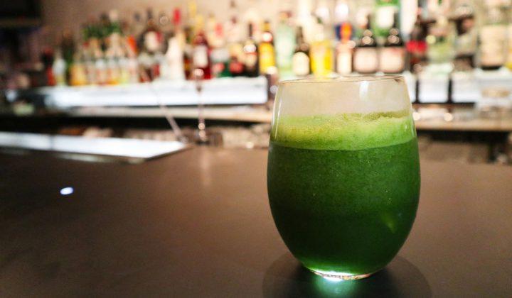 お酒を飲みながら風邪予防!?春菊のグリーンスムージーカクテル
