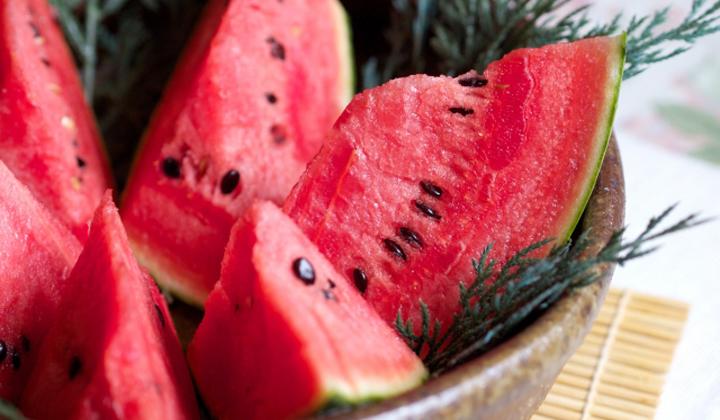 夏の肌ダメージ対策の救世主 スイカの優れた栄養と効能 Nomina