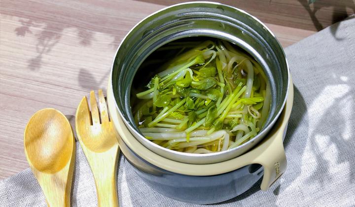 【スープジャー 弁当】たっぷりもやしと豆苗のシャキシャキ醤油スープ