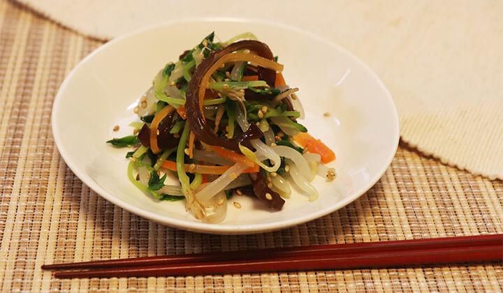 【簡単レシピ】鍋に入れて茹でるだけ!豆苗ときくらげのナムル