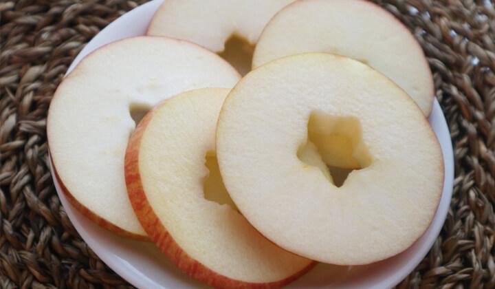 【裏ワザ】今すぐマネしたい!りんごの超簡単な切り方