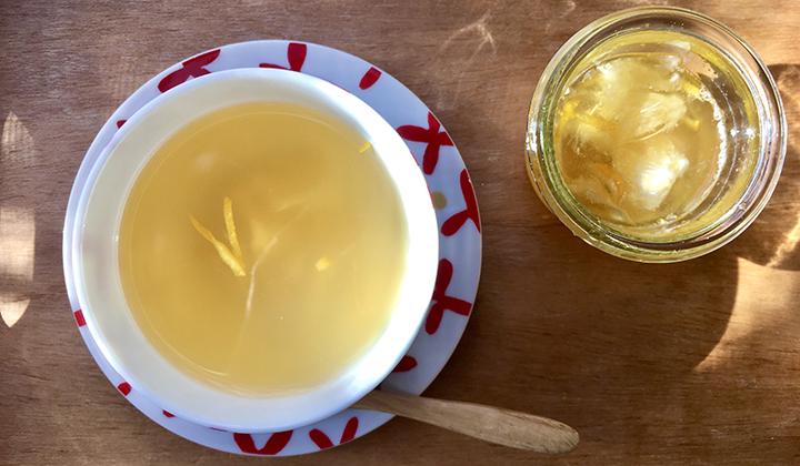 柚子はちみつと生姜をプラス。ひき始めの風邪にはアレンジ緑茶が◎