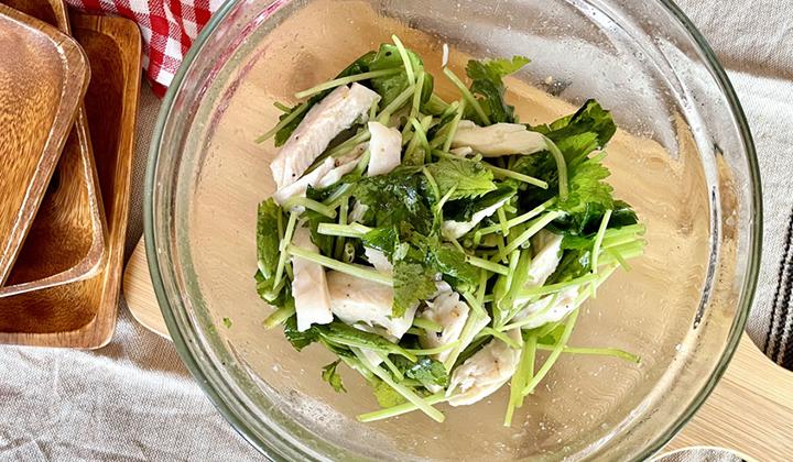 三つ葉の大量消費!サラダチキンと食べるさっぱりやみつきナムル
